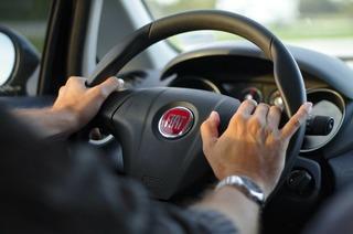 driving-343056_1280.jpg
