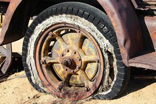 tire-416189_640-thumbnail2.jpg